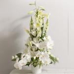 Magnifique composition de fleurs blanches, pour mariage, réception, baptême, communion....